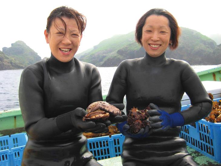 舳倉島の海女漁