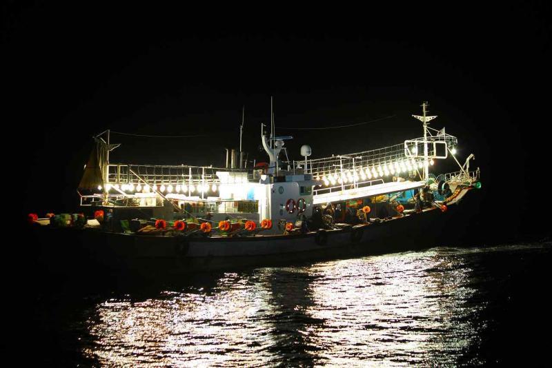 「イカ釣り漁船」の画像検索結果