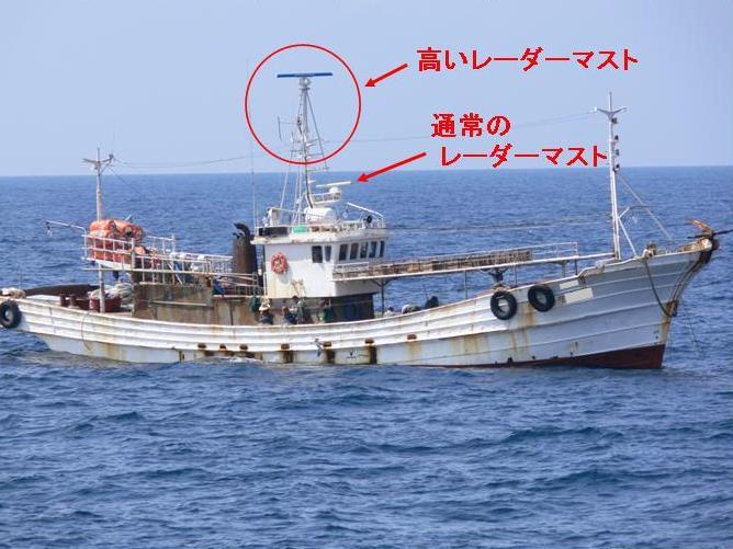 レーダーの高い韓国漁船  レーダーマストが高い韓国底刺網漁船 &nb