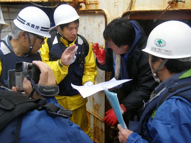 甲板での検査写真