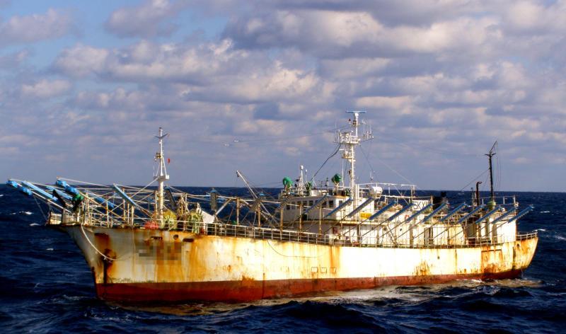 韓国サンマ棒受け網漁船船体写真